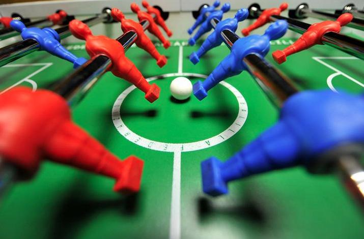 Designleague a casa milan calcio balilla nella sede rossonera - Calcio balilla design ...