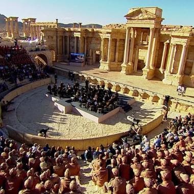 Palmira: l'Orchestra S.Pietroburgo suona nell'antico teatro liberato dall'ISIS [VIDEO]