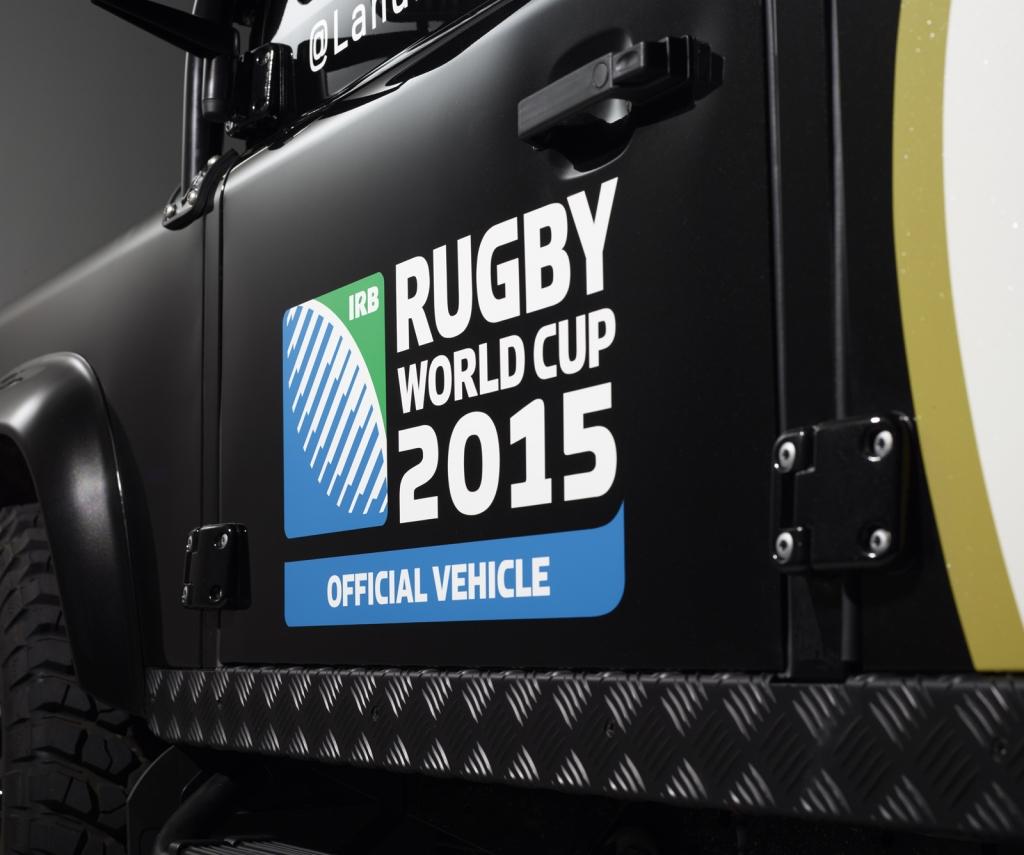 land-rover-mostra-lesclusivo-defender-che-trasportera-la-coppa-del-mondo-di-rugby-lr-billy_14-door-decal1600x900