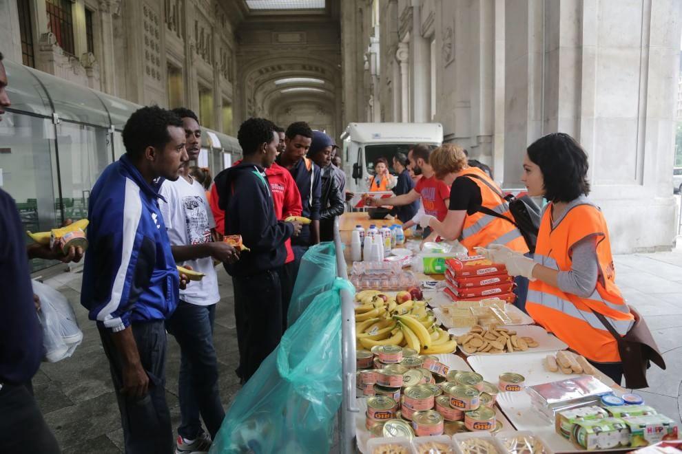profughi-aiuti-milano