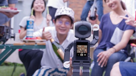 Sharp RoboHon, lo smartphone del futuro è un robot