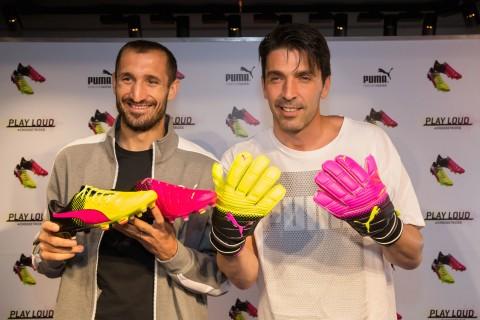 Folla immensa per Buffon e Chiellini alla presentazione delle nuove Puma evoPOWER Tricks