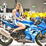 05-eicma-2016-donald-trump-rho-fiera-milano-moto-esposizione-internazionale-ciclo-motociclo-modelle-hostess-honda-suzuki-ragazze