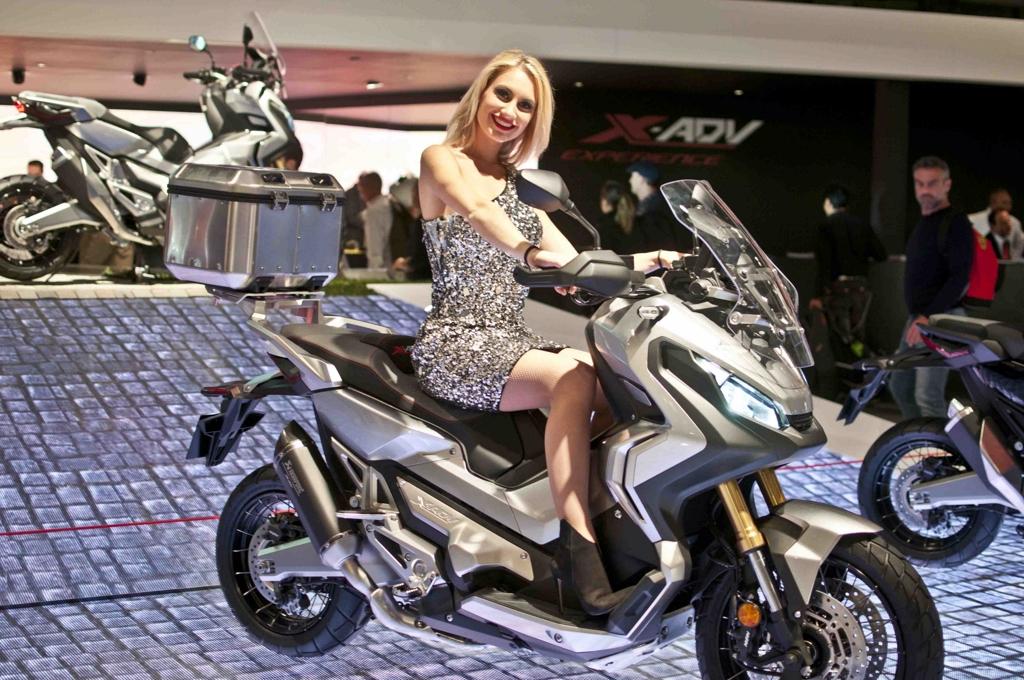 08 eicma 2016 donald trump rho fiera milano moto for Rho fiera milano 2016