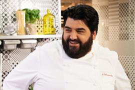 """Cannavacciuolo è lo chef """"più amato"""" del web, le utenti vorrebbero cenare con lui a San Valentino"""