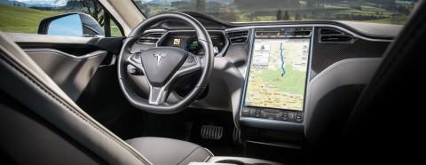 Tesla è così sicura delle sue auto che ora offre l'assicurazione a vita