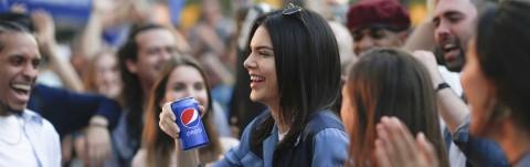 Kendall Jenner protagonista della nuova campagna Pepsi [IMMAGINI +VIDEO]
